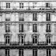 LOST-IN-THE-CITY-PARIS-BUILDING-1bw-100X100-MDS