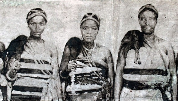 AMAZONEMETAL9WOMENOFOUBANGUI_40X111_YZ